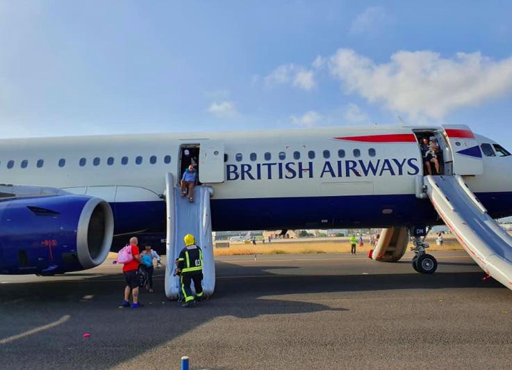 英國航空BA422航班5日驚傳冒煙意外,原因疑似為引擎起火。截自推特