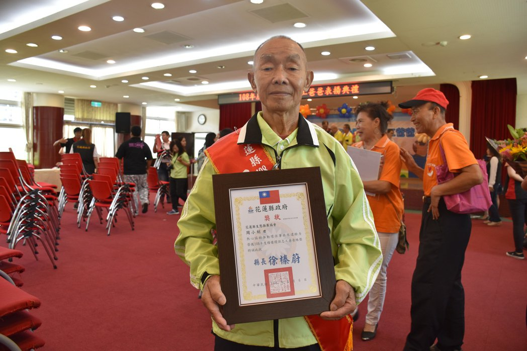 79歲環保志工周小刻儘管生病,仍堅持參與志工服務工作。記者王思慧/攝影