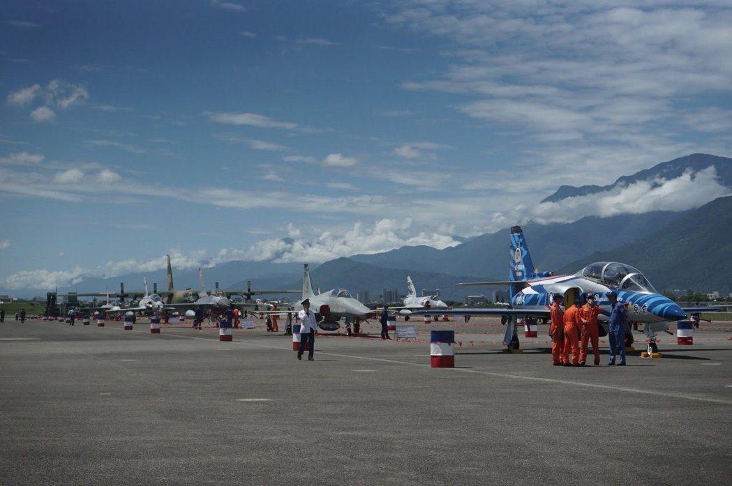 花蓮空軍基地前年開放,吸引大批民眾參觀。圖/報系資料照片