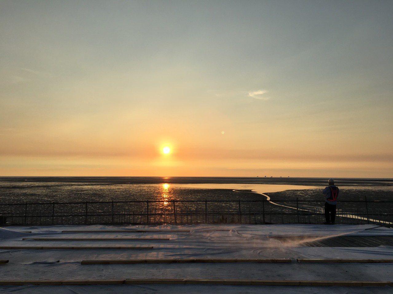 從西濱快速道路望去的夕陽美景。圖/舒康運動協會提供