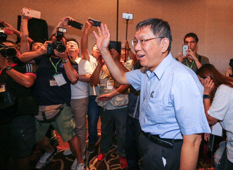 台北市長柯文哲成立台灣民眾黨,今天舉辦創黨成立大會,稍早柯文哲今接受電台專訪時強調「我們一定會提滿34席(指不分區)」。圖/報系資料照片