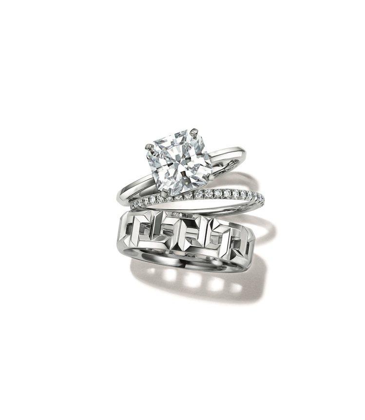 (上至下)Tiffany True鑽戒,價格店洽;Soleste鉑金鑽戒,約11...