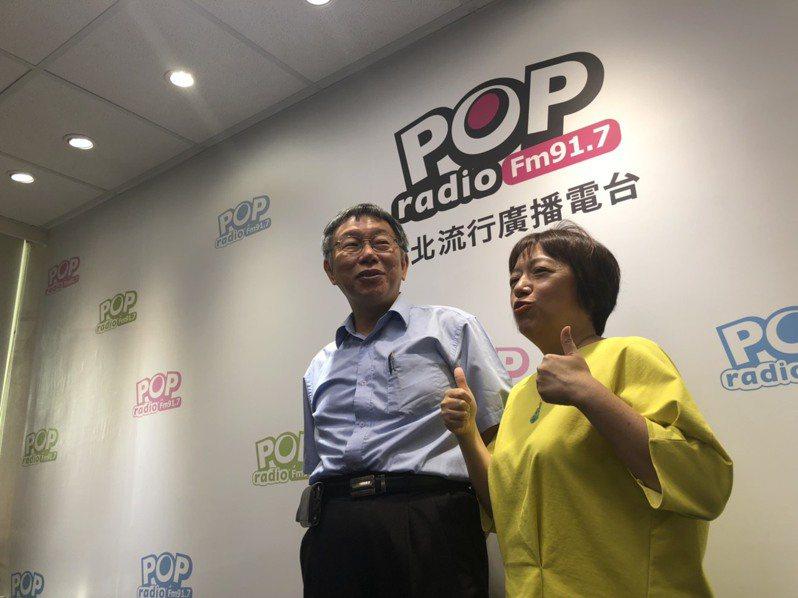 台北市長柯文哲上午剛完成台灣民眾黨創黨成立大會,下午旋即接受電台專訪,再度抨擊民進黨「治國不行,選舉一流」。記者邱瓊玉/攝影