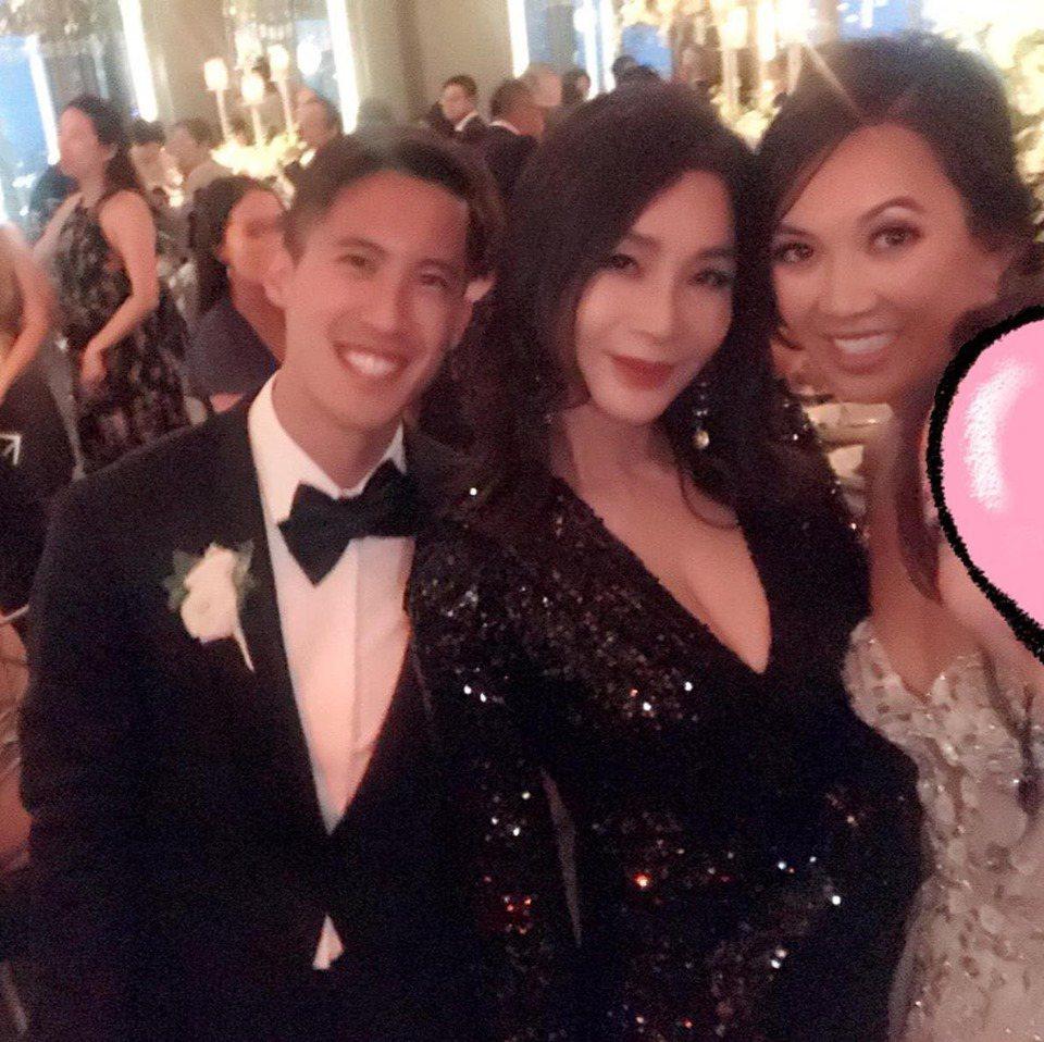 陳美鳳(中)到紐約參加婚禮。圖/摘自臉書