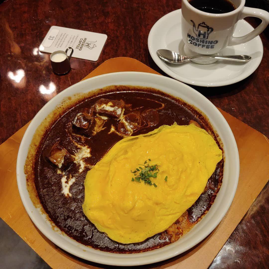 星乃珈琲店勃根地紅酒牛肉歐姆蛋飯,台灣售價320元。圖/摘自IG:@___nin...