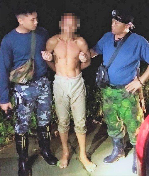 林金寶前晚在滿州鄉長樂村山區落網;警方私下和他閒聊發現,他已和現實社會嚴重脫節,...