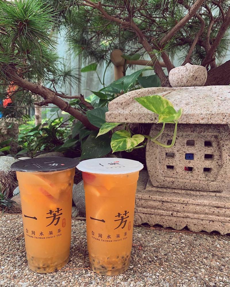 一芳水果茶在微博發布聲明支持一國兩制引發軒然大波。對此,台北市長柯文哲今接受電台專訪時,卻則反問「這跟台灣有什麼關係,人家白癡,你理他幹什麼?」圖/摘自一芳水果茶粉絲專頁