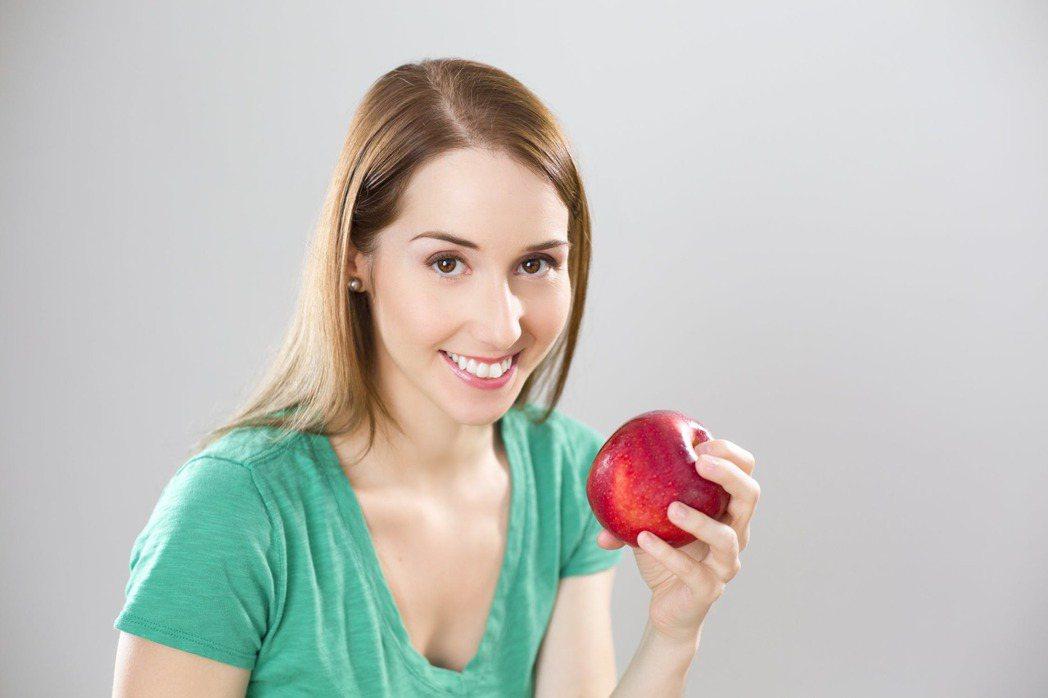 吃蘋果除了減肥,還能消水腫。圖/摘自 pexels
