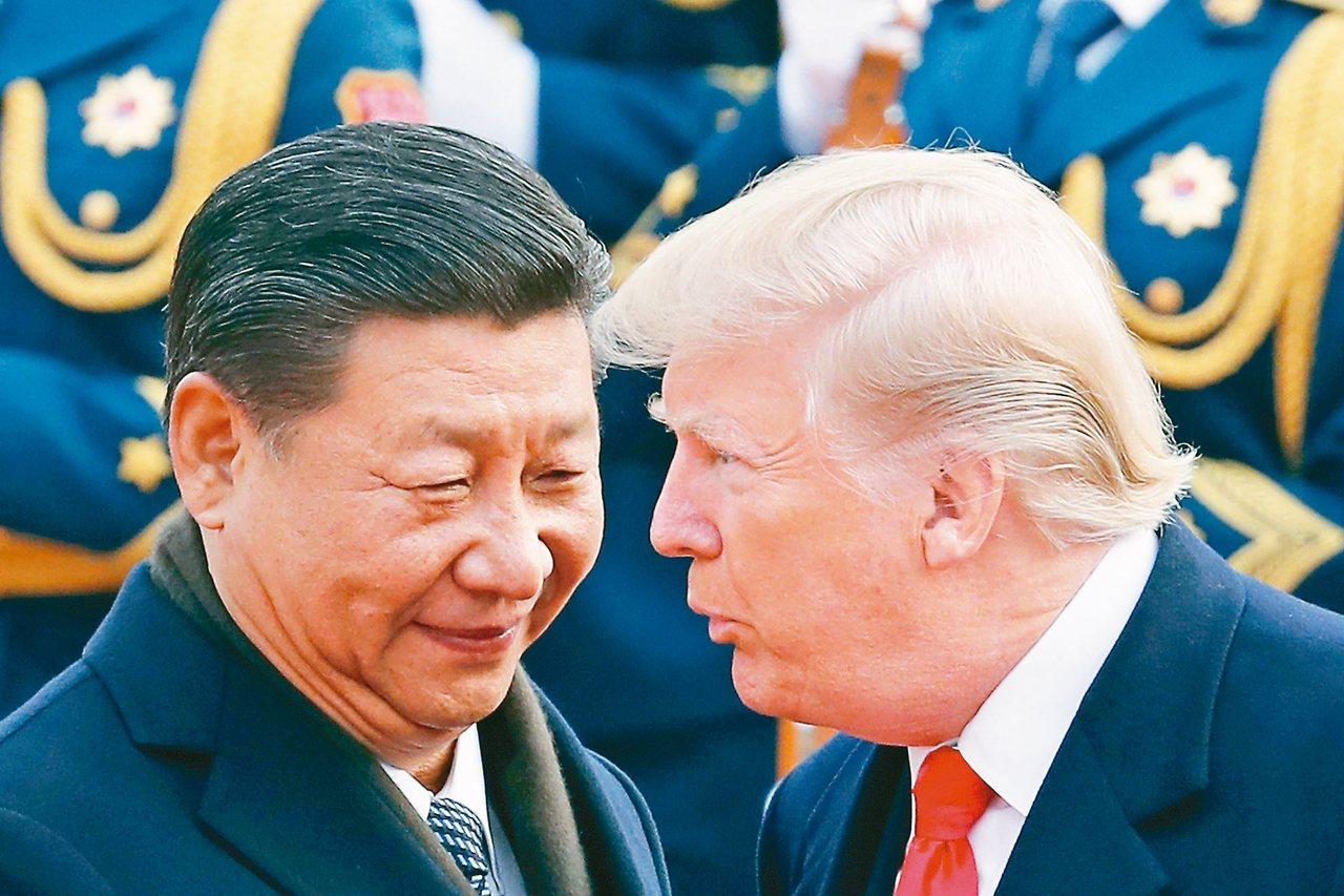 美中貿易戰愈演愈烈。圖為美國總統川普(右)與大陸國家主席習近平。 美聯社