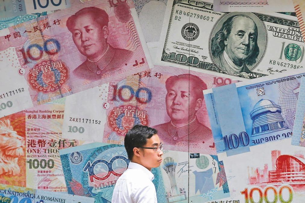 專家指出,人民幣貶值短期可增強貿易談判氣勢,但長期可能殃及大陸經濟。 美聯社