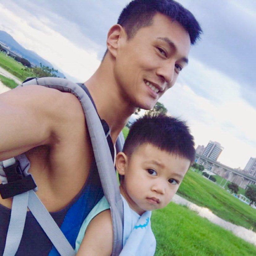 鍾承翰和兒子小翰寶。圖/凱渥提供