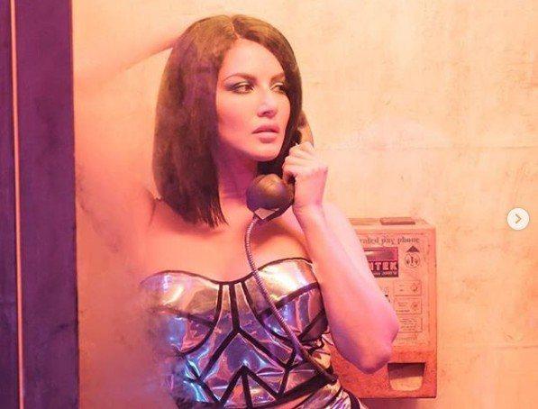 印度女星桑妮在新上映的電影中念出一串有效的電話號碼,結果讓號碼的使用者每日接到百