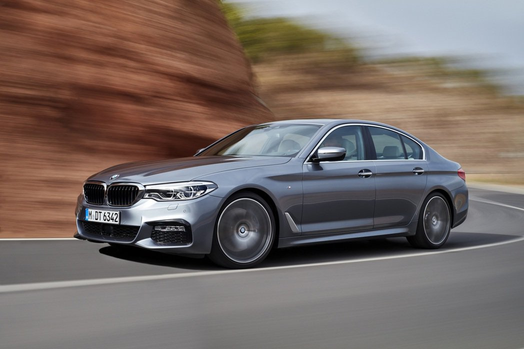 本月入主正2019年式全新BMW_5系列可享0頭款低月付9,900元起,指定車型...