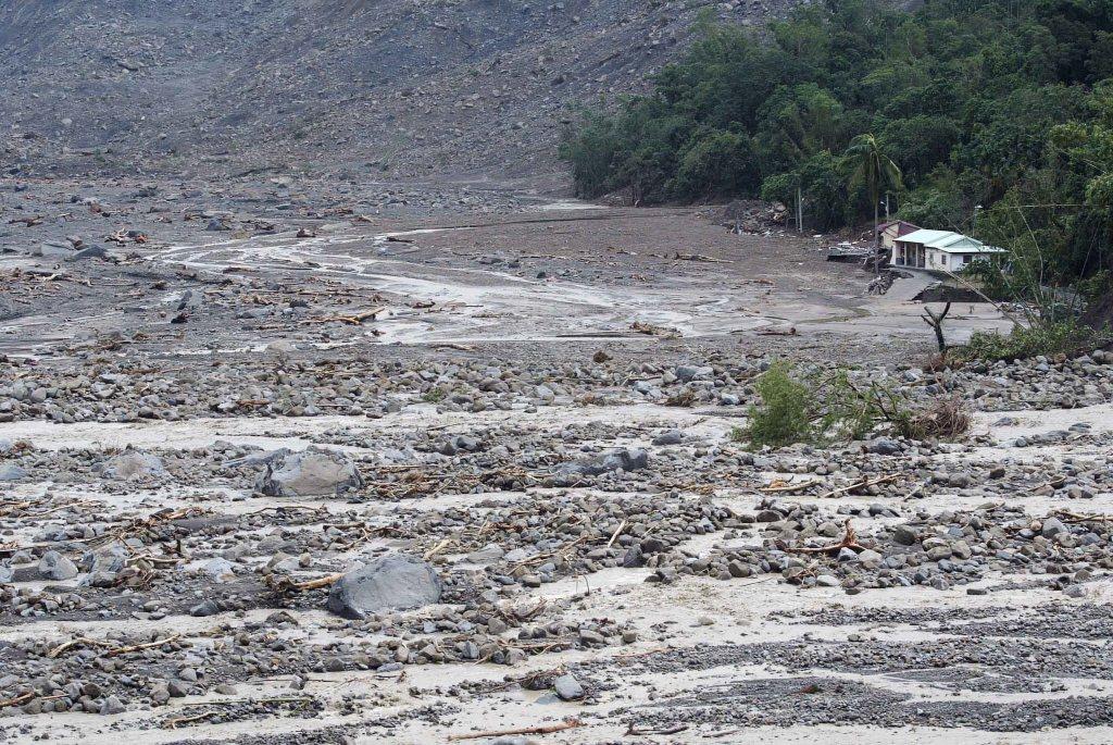 2009年莫拉克颱風來襲,導致高雄甲仙區小林村遭滅村。倖存居民提起國賠訴訟,將近10年後,高雄高分院更一審判決,高雄市政府應賠償15名家屬總計3,250萬元。 圖/聯合報系資料照