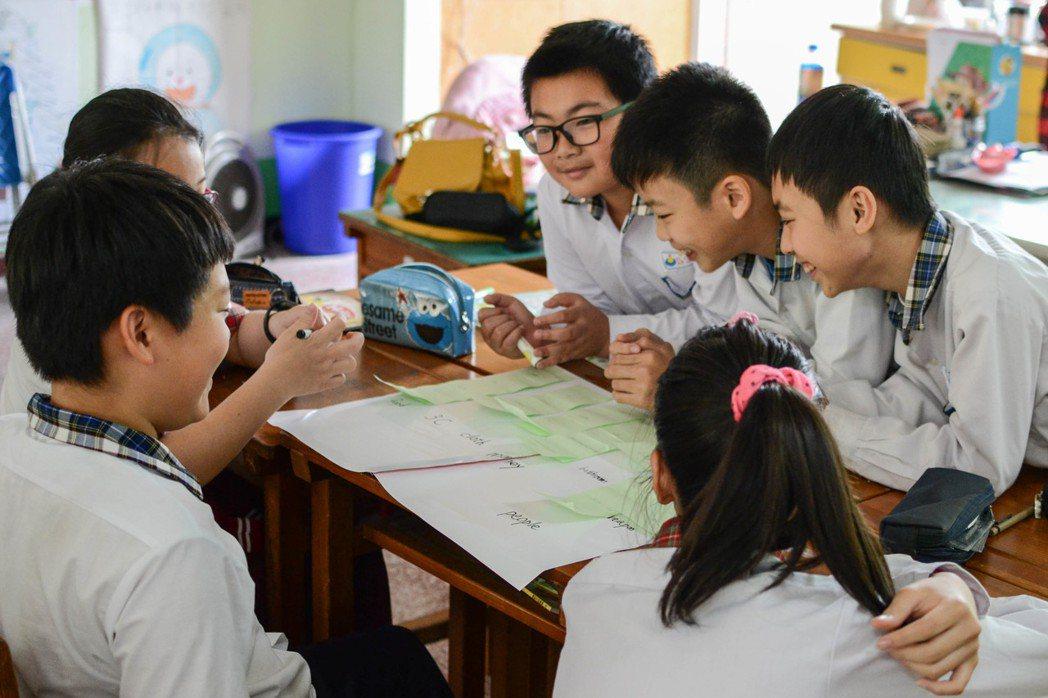 課綱裡的「溝通互動」與「社會參與」,都是希望能把孩子培養成同時擁有知識又有行動能力的人。 圖/聯合報系資料照