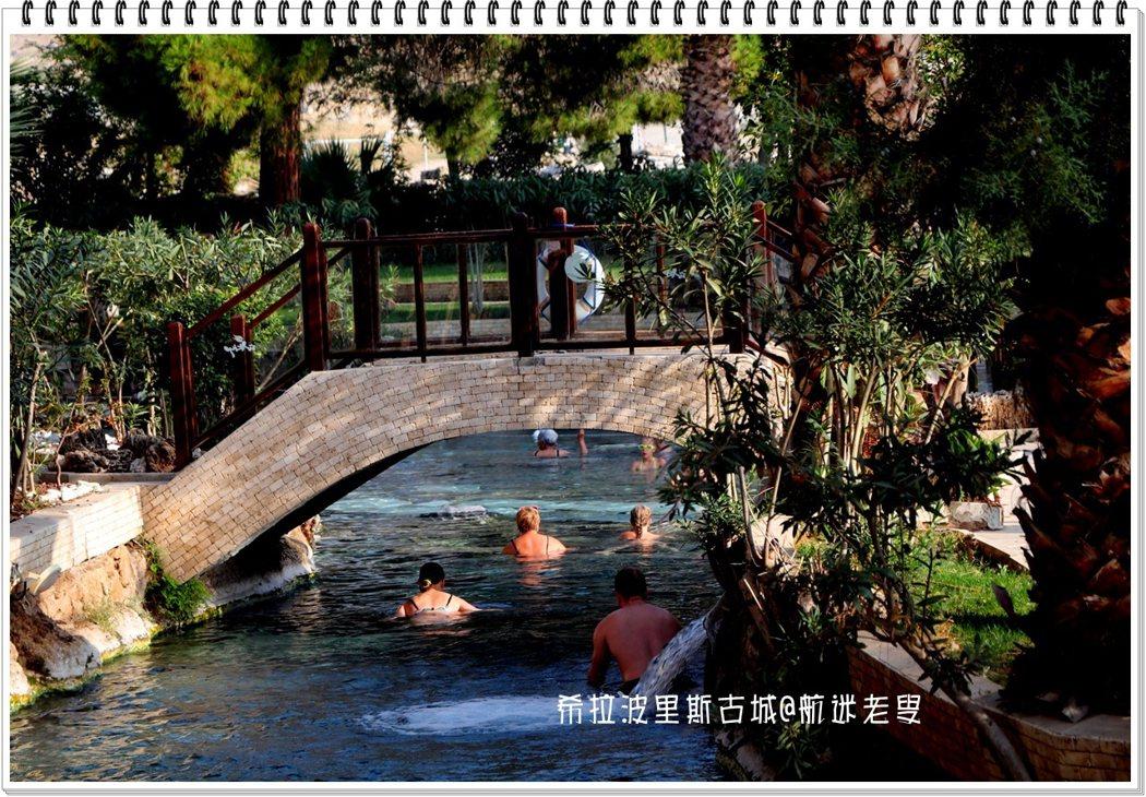 坐落在山頂上的歷史古城希拉波里斯,從古羅馬時代就吸引著眾多的人們來此進行水療,遺留下了溫泉池,現在仍然吸引人們前往。