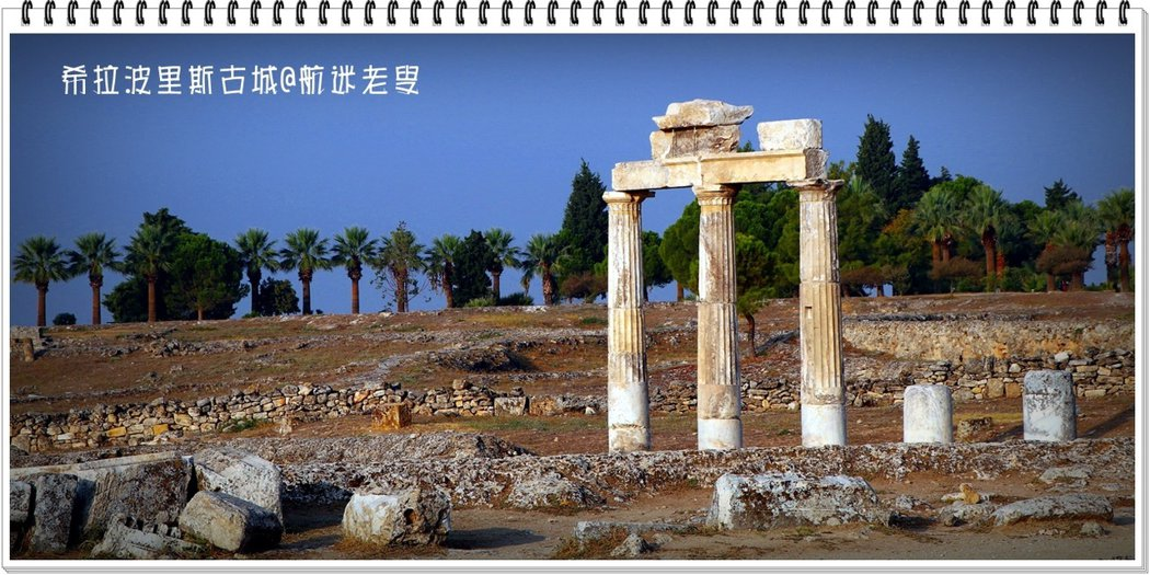 街道上矗立著筆直的大理石立柱,在地震中並沒有倒下損壞,令人印象深刻。