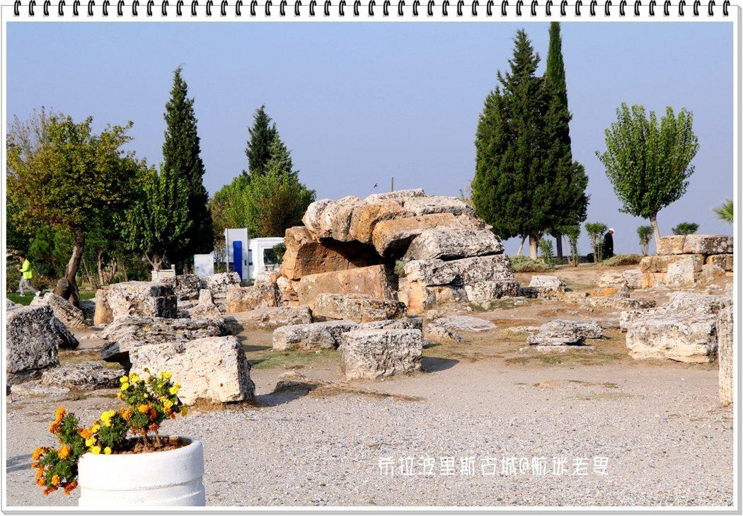 這裡的石塊都很大,應是城牆原貌,滄海桑田也只有對着斷壁殘垣感嘆了!