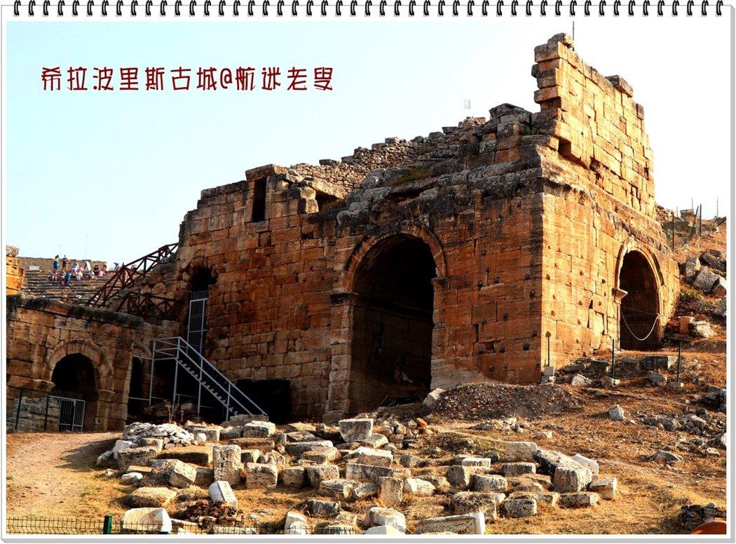 來到棉花堡古老的希拉波里斯波利斯古城遺跡,古老的建築門牆倒塌,走進摸摸牆體,觸摸上千年的古建築,實在有一種莫名的感嘆。