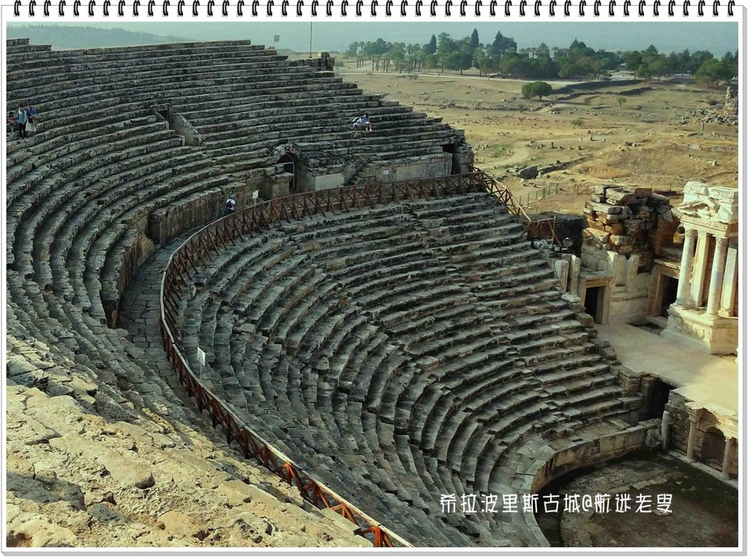 整個劇場都是用大理石砌成,經歷近兩千年的風霜雨雪,大理石依舊堅固,古人建築工程的品質,令現代人汗顏!