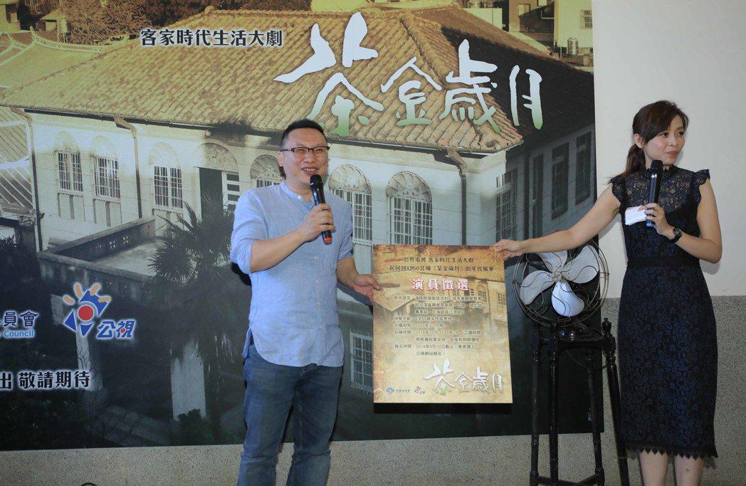 湯昇榮(左)說明演員招募。圖/公視提供