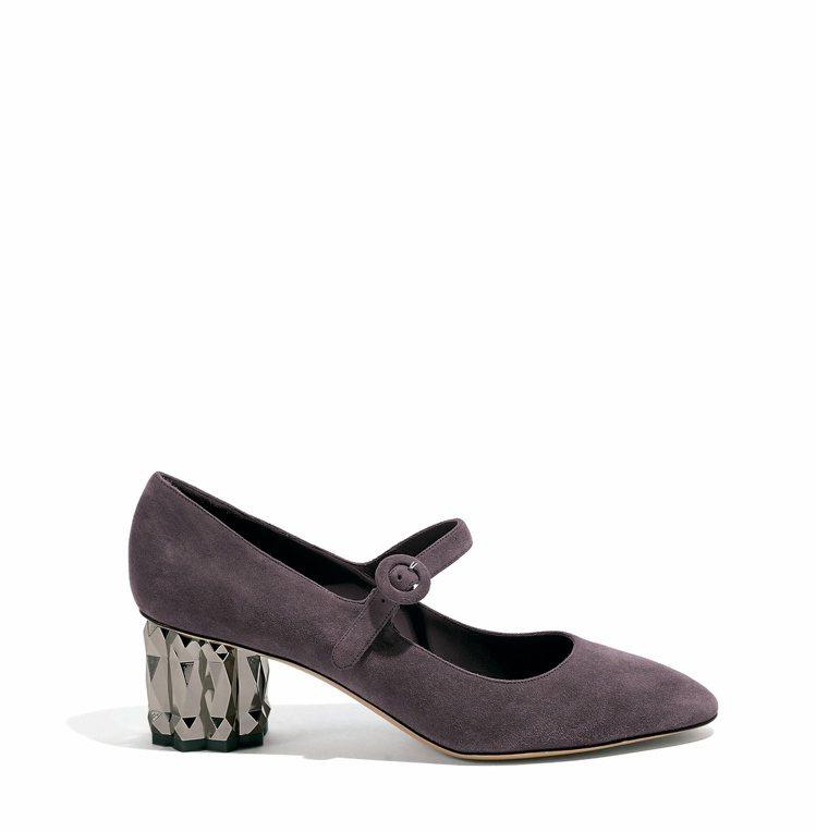 ORTENSIA黑莓色鑽石跟羊麂皮皮鞋,28,900元。圖/Salvatore ...