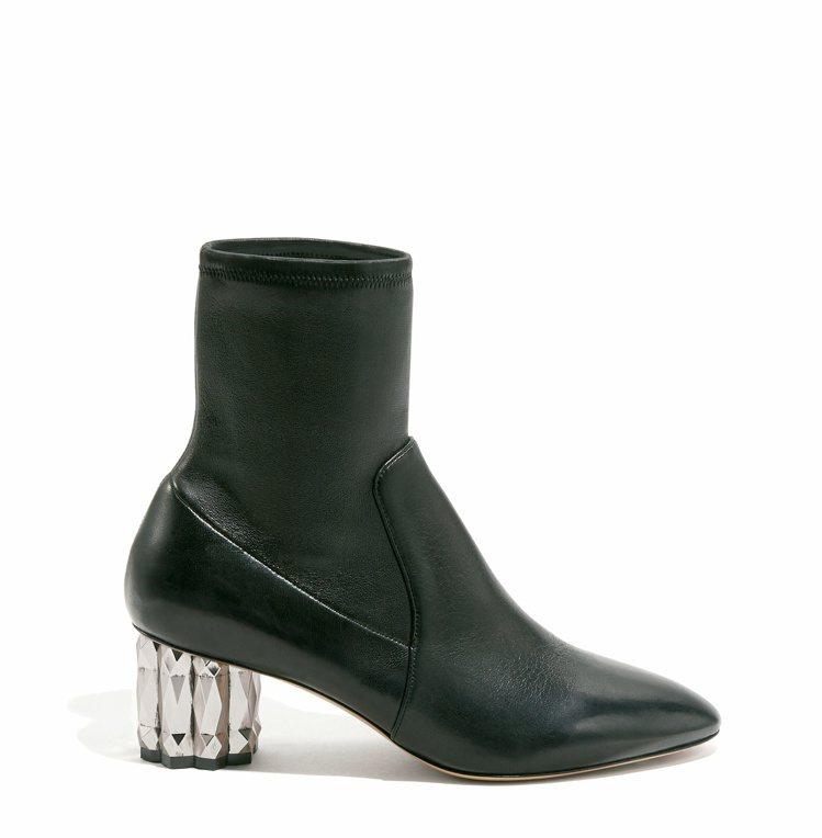 CAMELIA黑色羔羊皮鑽石跟短靴,37,900元。圖/Salvatore Fe...