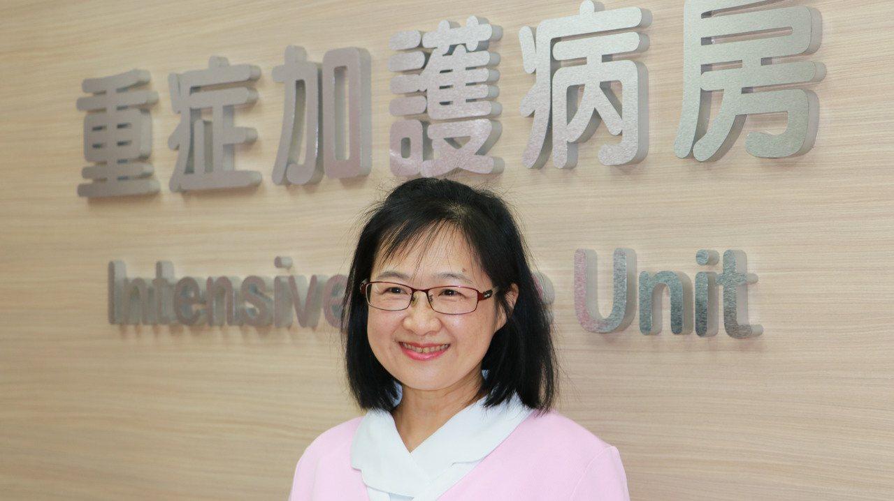 台北榮總護理師江慧婕上個月初主動協助心臟病患急救,獲得北捷表揚。圖/北榮提供
