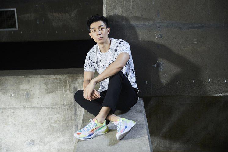 PUMA 慢跑系列滿版印花短袖T恤售價1,080元、Run長風褲售價1,980元...