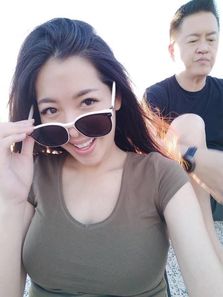 劉伊心嫁給老虎牙子執行長林志隆(右)婚後甜蜜。圖/摘自臉書