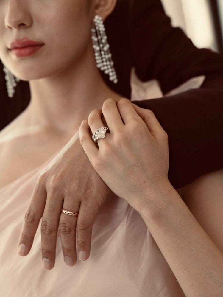 郎朗與嬌妻Gina Alice Redlinger的婚戒是向De Beers特別...