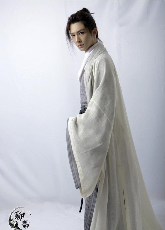 炎亞綸首演古裝飄仙氣,最怕頭套傷髮。圖/摘自微博