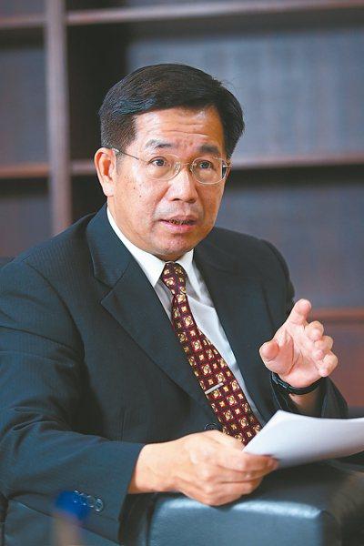 教育部長潘文忠接受本報專訪時說,會逐校調查、協助解決科技領域師資不足,力求開學後...