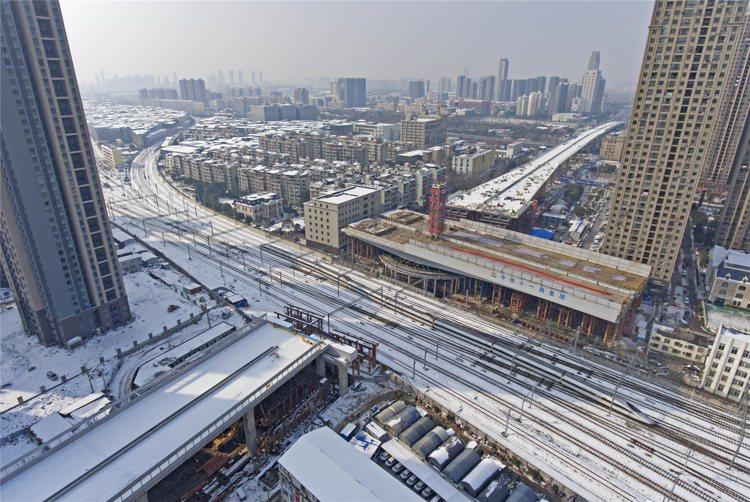 全球城市化發展速度加快,拉動水、電、瓦斯與鐵公路橋梁的需求量,對產業營運展望良好...