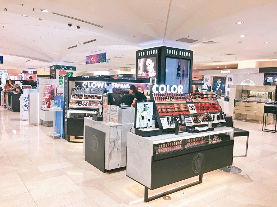遠東SOGO忠孝館號稱「美妝天后宮」,一樓美妝區多數品牌都是全台業績第一名。 S...