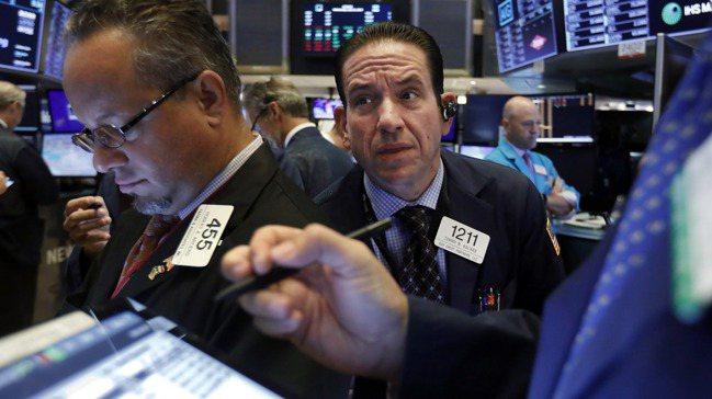 美國股市上月31日因總統川普升高美中貿易戰而大跌,債市隨之反向走升。圖/美聯社