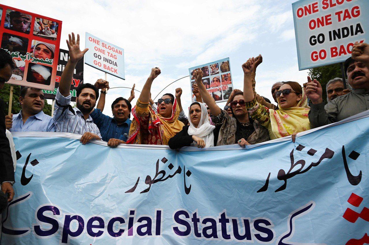 抗議克什米爾,巴基斯坦驅逐印度大使降級雙邊關係。 法新社