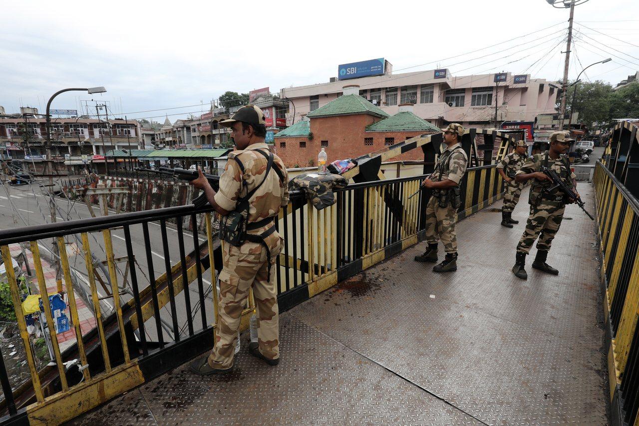 印度控制克什米爾傳示威,安全部隊逮捕100多人。 歐新社