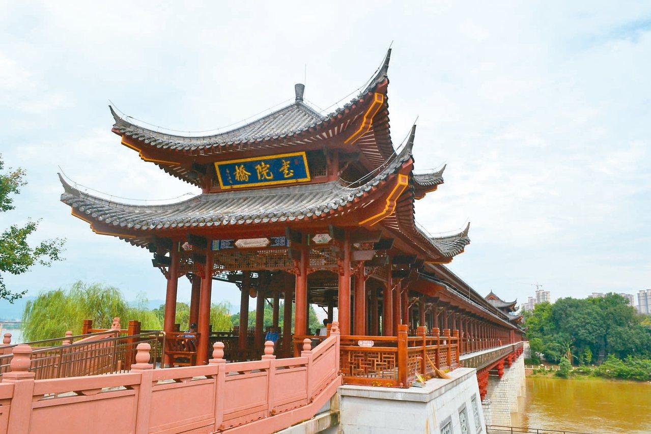 書院橋,橋下為贛江。 特派員王玉燕/攝影