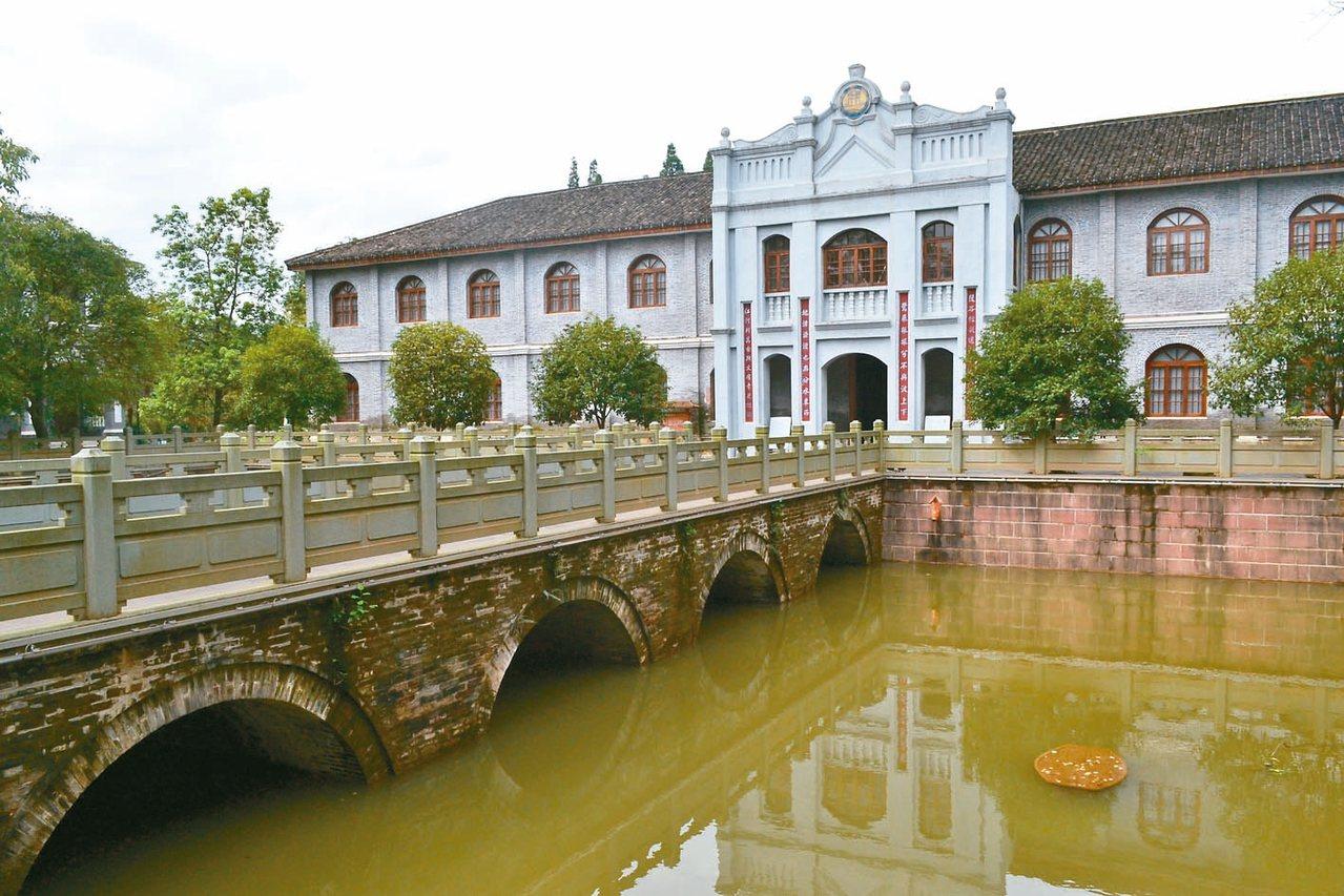 鷺池又名泮池,始建於宋。 特派員王玉燕/攝影