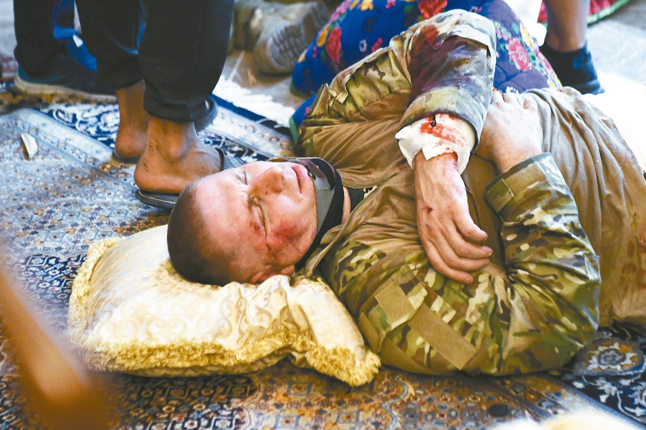 吉爾吉斯特種部隊7日突襲前總統阿坦巴耶夫的寓所,與支持者發生衝突。 美聯社
