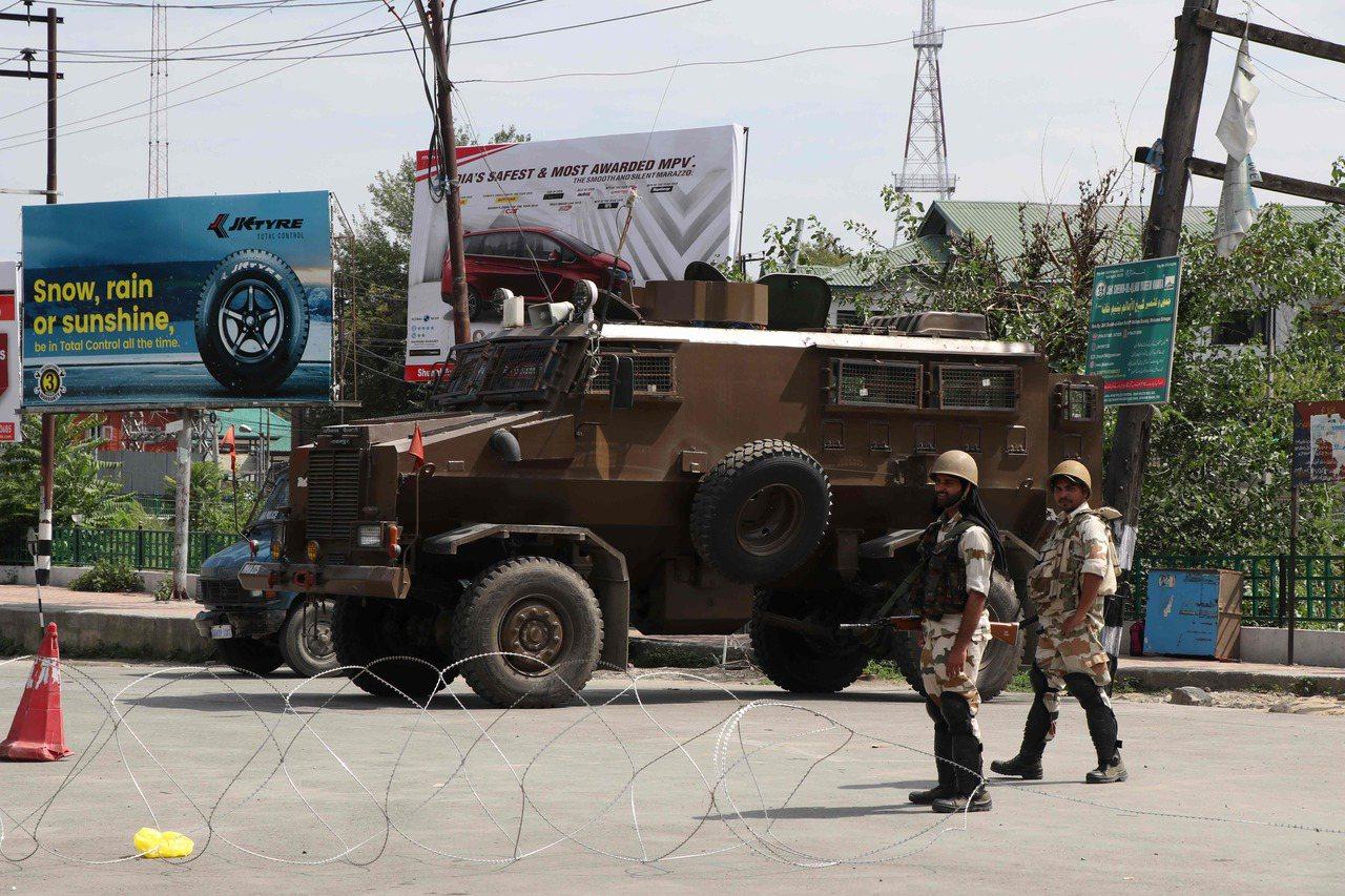 印度右翼政府5日廢除克什米爾省的半自治特殊地位,克什米爾爆發示威抗議,已有超過5...