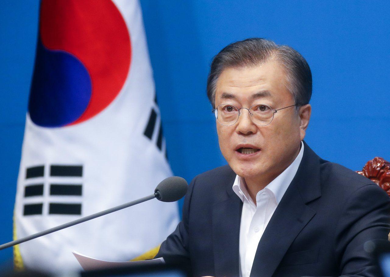 南韓總統文在寅在國民經濟顧問會議全體會議上敦促日本儘早撤銷不當的出口管制措施。 ...