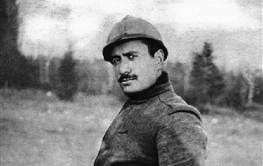 一戰時,作為協約國士兵參戰的墨索里尼。之後他因為在前線遭受地雷爆炸攻擊重傷而退役...