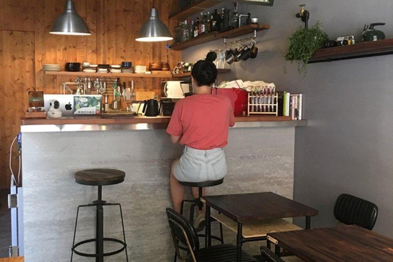 酮伴在乎食材的品質與來源,希望用一間咖啡廳的空間,與來的人聊聊健康生活與健全環境...