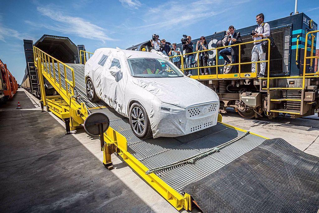 Volvo Cars將中國製Volvo XC60藉由鐵路運送到歐洲銷售,原本在瑞...