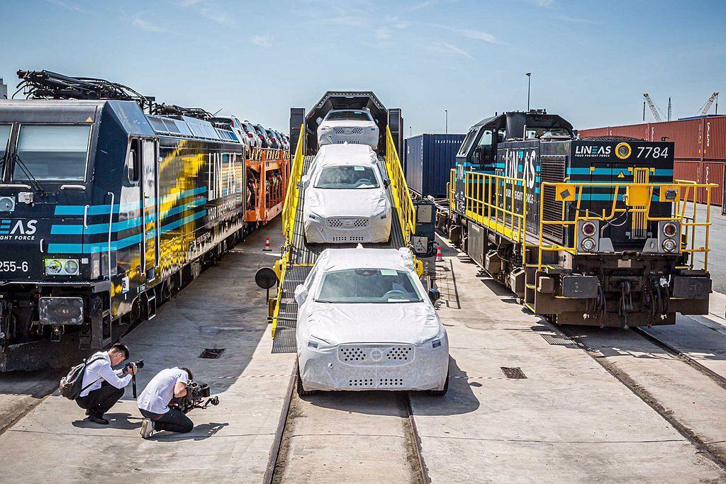 Volvo Cars宣布於中國成都廠生產的Volvo XC60,已由中歐班列運抵...