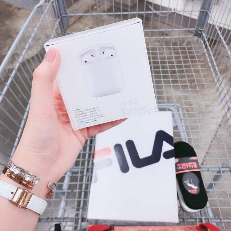 好市多開賣Apple Airpods二代搭配無線充電盒。圖/摘自COSTCO 好...