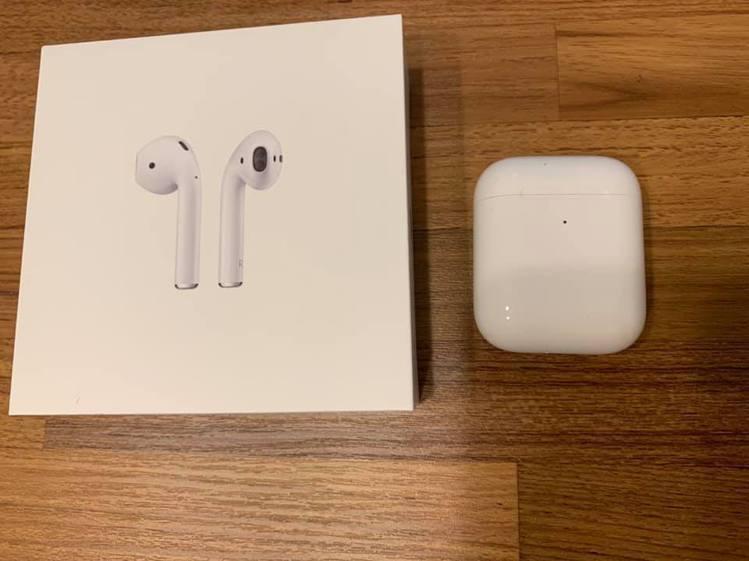 好市多開賣Apple Airpods二代搭配無線充電盒,讓網友狂問哪裡有貨。圖/...