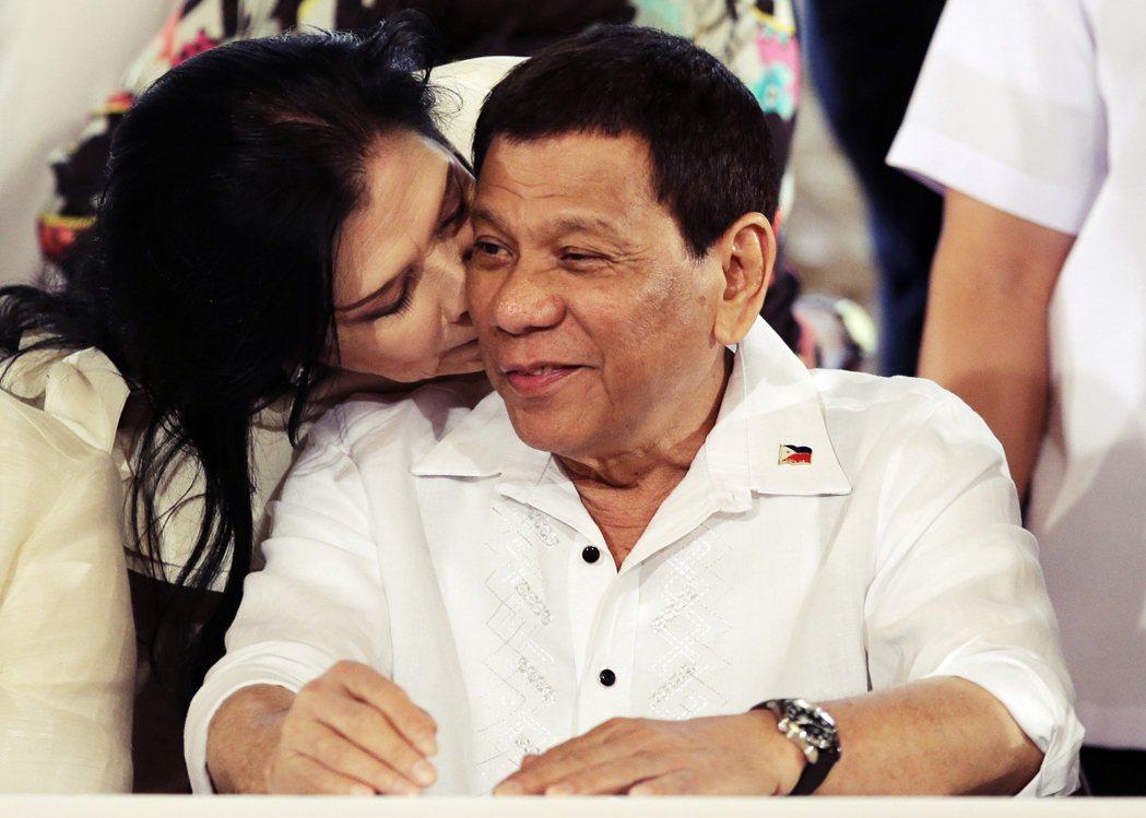 豬哥自己反豬哥?屢因不當性別言論而備受爭議的菲律賓總統杜特蒂,日前簽署通過了新版...